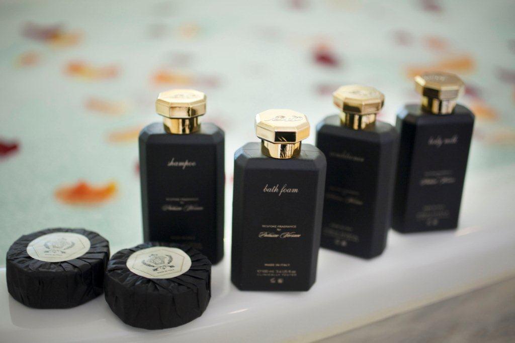 Hotel luxury collection palazzo versace bathroom amenities for Versace bathroom accessories